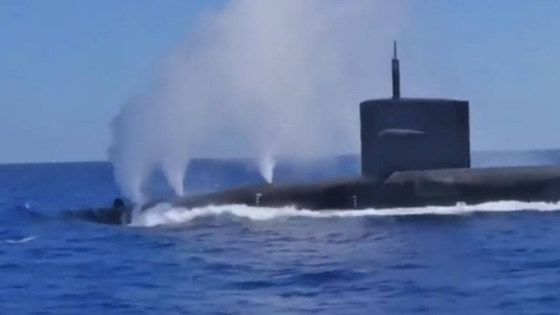 Day after Thanksgiving: Just enjoy this Submarine dive