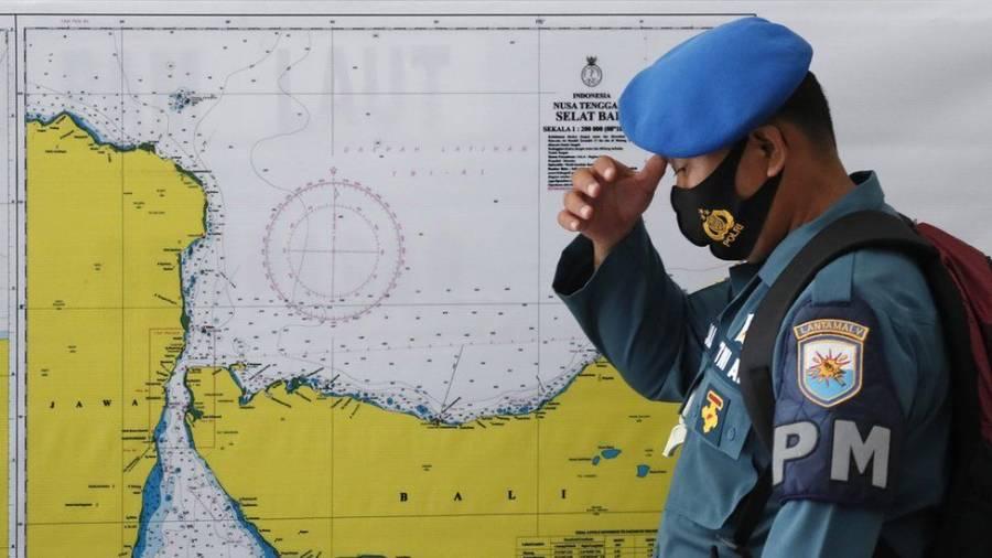 US joins race to find stricken Indonesia submarine