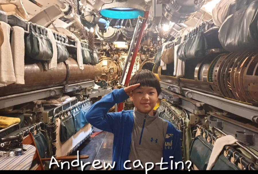Heewonwonhee visits USS Cod